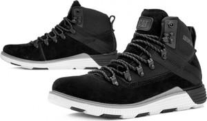 Czarne buty zimowe Caterpillar sznurowane w sportowym stylu