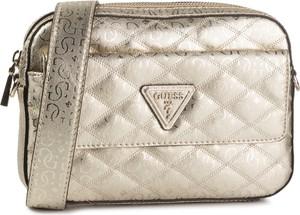 Złota torebka Guess pikowana w stylu glamour