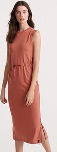 Różowa sukienka Superdry maxi