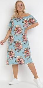 Niebieska sukienka born2be z krótkim rękawem midi z okrągłym dekoltem