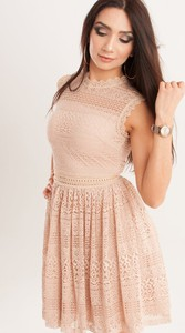 Różowa sukienka Butik Ecru rozkloszowana mini