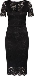 Czarna sukienka WAL G. z krótkim rękawem midi