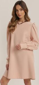 Różowa sukienka Renee z okrągłym dekoltem mini z długim rękawem