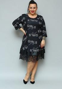 Sukienka KARKO z dresówki z okrągłym dekoltem w stylu casual