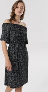 Czarna sukienka born2be w stylu casual midi z krótkim rękawem