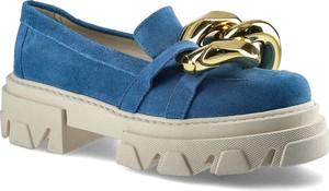Niebieskie buty Carinii