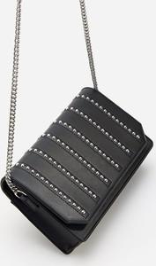 Czarna torebka Reserved zdobiona mała w stylu glamour