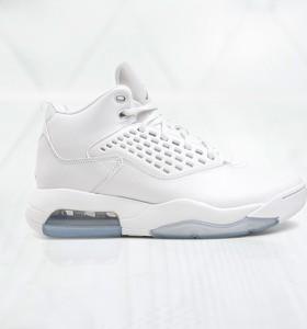 Buty sportowe Jordan sznurowane w sportowym stylu
