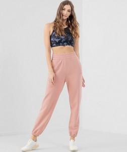 Różowe spodnie sportowe 4F