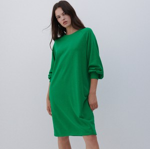 Zielona sukienka Reserved z długim rękawem prosta