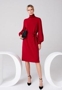 Czerwona sukienka Deni Cler w stylu casual z długim rękawem midi