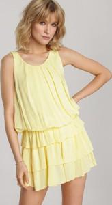 Żółta sukienka Renee rozkloszowana bez rękawów w stylu casual