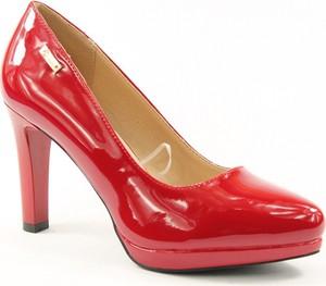 Czerwone czółenka Sergio Leone na platformie z okrągłym noskiem w stylu glamour