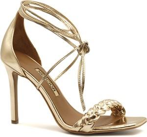 Złote sandały Neścior na szpilce z klamrami