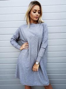 Sukienka butiklatika.pl midi w stylu casual z długim rękawem