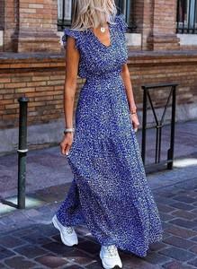 Niebieska sukienka Sandbella z dekoltem w kształcie litery v