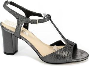 Czarne sandały Lucyna z klamrami na średnim obcasie na obcasie