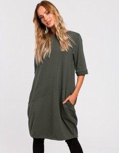 Zielona sukienka MOE z dzianiny bombka
