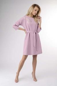 56c5e84178 Różowa sukienka Nommo z okrągłym dekoltem oversize