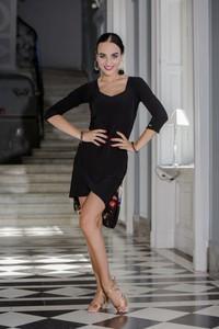 Czarna sukienka Senga dopasowana