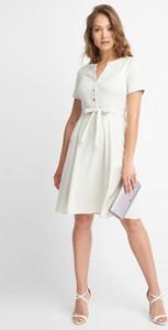 Sukienka QUIOSQUE w stylu casual mini z dekoltem w kształcie litery v