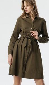 Zielona sukienka born2be z długim rękawem w stylu casual koszulowa