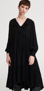 Czarna sukienka Reserved rozkloszowana z długim rękawem w stylu casual