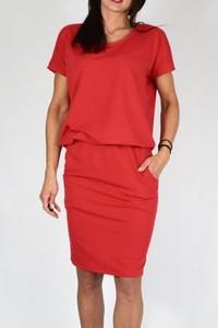 Czerwona sukienka Collibri midi z okrągłym dekoltem ołówkowa