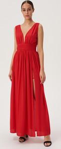 Czerwona sukienka Sinsay z dekoltem w kształcie litery v