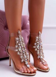 Złote sandały Lu Boo