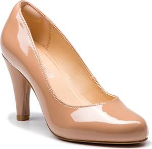 Brązowe czółenka Clarks ze skóry ekologicznej w stylu glamour