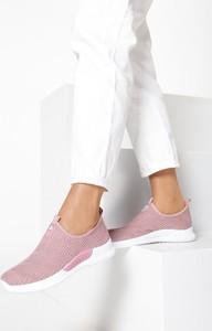 Różowe buty sportowe born2be z płaską podeszwą