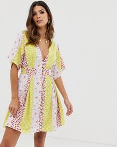 Sukienka Skylar Rose mini z odkrytymi ramionami z dekoltem w kształcie litery v