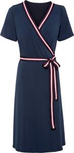 Niebieska sukienka bonprix z krótkim rękawem z dekoltem w kształcie litery v
