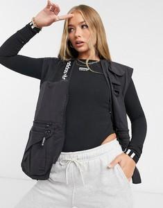 Czarna kamizelka Adidas Originals w sportowym stylu