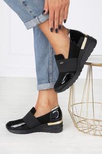 Czarne buty sportowe Kati na koturnie