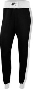 Czarne spodnie Nike z plaru