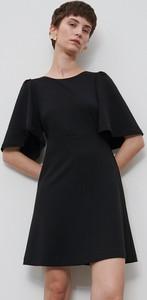 Czarna sukienka Reserved z okrągłym dekoltem mini