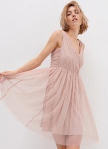 Sukienka House na ramiączkach z dekoltem w kształcie litery v