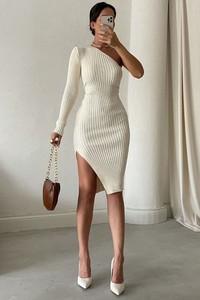 Sukienka IVET z długim rękawem dopasowana mini