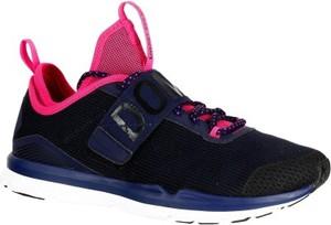 Czarne buty sportowe domyos z płaską podeszwą sznurowane