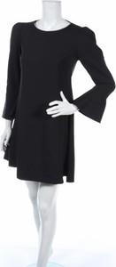 Czarna sukienka Fobya z okrągłym dekoltem