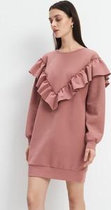 Różowa sukienka Mohito prosta z długim rękawem