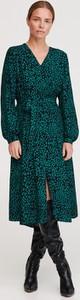 Zielona sukienka Reserved midi kopertowa z dekoltem w kształcie litery v