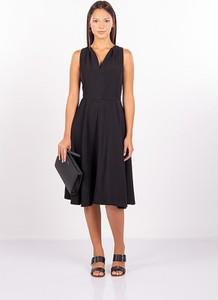 Czarna sukienka MEXX bez rękawów z dekoltem w kształcie litery v