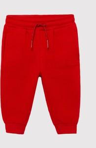 Czerwone spodnie dziecięce Mayoral dla chłopców