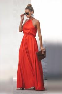 Czerwona sukienka Ivet.pl z dekoltem w kształcie litery v maxi