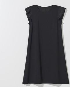 Czarna sukienka Mohito z okrągłym dekoltem w stylu casual rozkloszowana