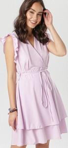 Fioletowa sukienka born2be bez rękawów w stylu casual kopertowa