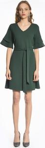 Sukienka Gate z krótkim rękawem mini z dekoltem w kształcie litery v